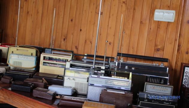 На Закарпатті колекціонер Петро Дербаль відкриває музей на основі своєї збірки радіотехніки