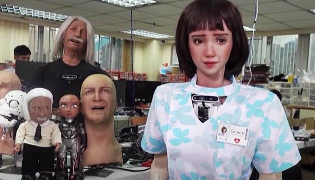 Творці Софії представили робота-медсестру для догляду за хворими на COVID
