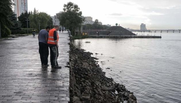Дождь обрушил набережную в Днипре
