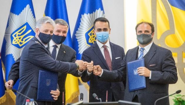 Аваков обговорив із главою МЗС Італії пожежні підйомники для ДСНС