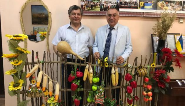 У Киргизстані посол України зустрівся з очільником українського об'єднання «Берегиня»