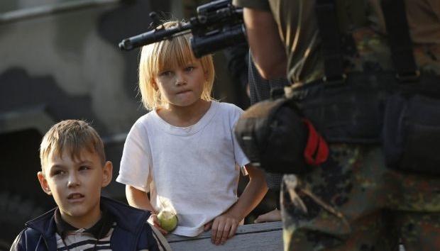 Окупаційна адміністрація ОРДО взяла тисячі дітей у заручники - Резніков