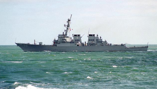 Ракетный эсминец США выходит из акватории Черного моря