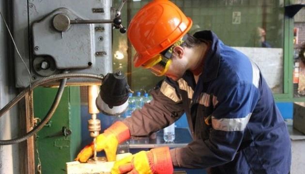 У Києві найбільш затребувані слюсарі, електромонтери та кондитери - центр зайнятості