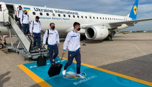 Збірна України прилетіла в Амстердам
