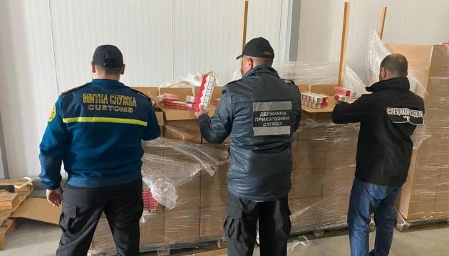 Під виглядом «заморожених вишень» до Румунії везли майже 400 ящиків сигарет - ДПСУ