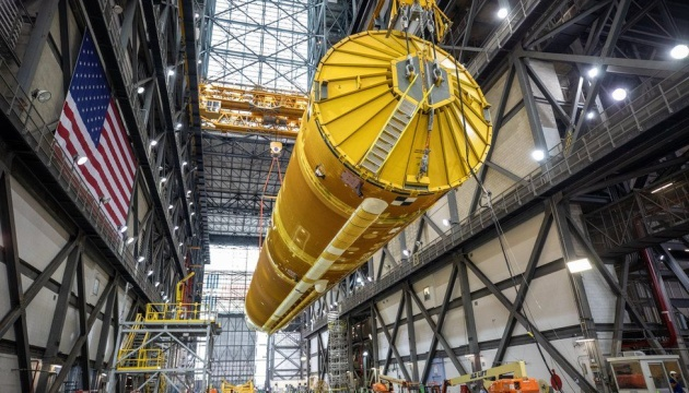 NASA показало гигантскую ракету для полета на Луну