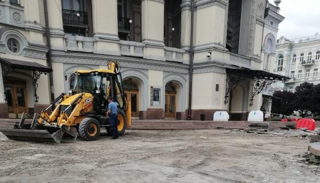 В Киеве отремонтируют Театральную площадь