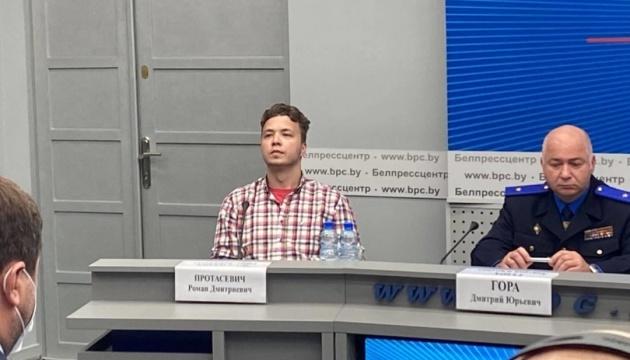Власти Беларуси привели Протасевича на брифинг - иностранные журналисты вышли из зала