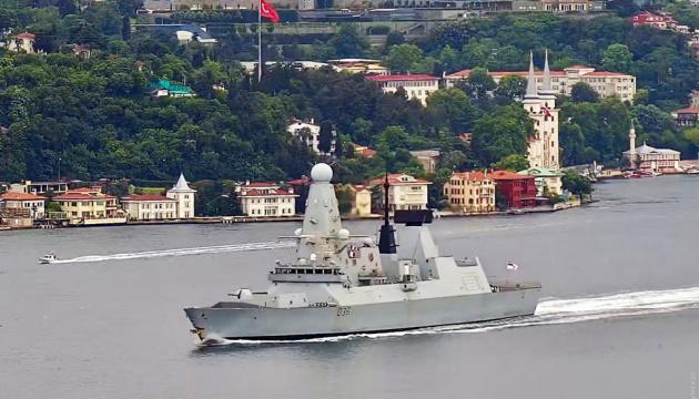 Британский эсминец и фрегат ВМС Нидерландов вошли в Черное море