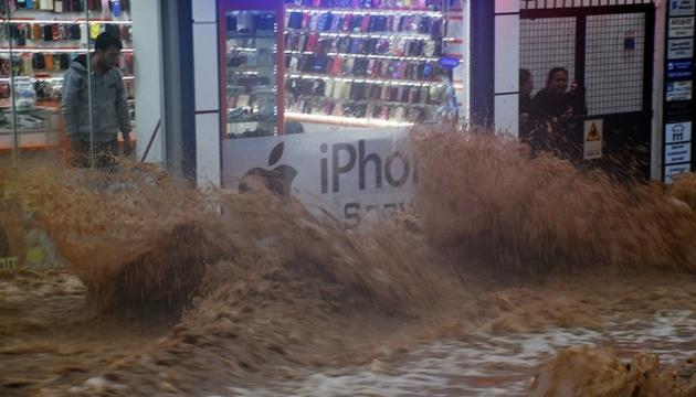 У результаті рясних дощів в Анкарі затопило вулиці та будинки
