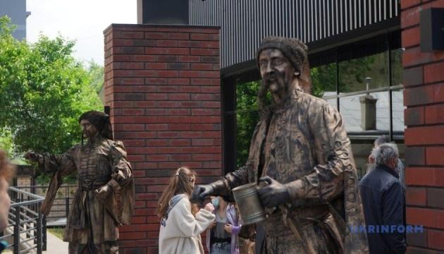 У Чернівцях до 80-річчя Миколайчука відкрили культурно-мистецький центр його імені