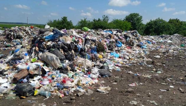 На Хмельниччину звезли дві тисячі кубометрів львівського сміття