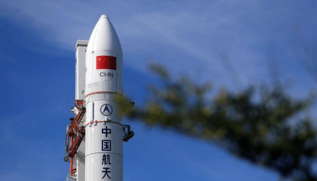 Китай запустит космический корабль с тремя астронавтами