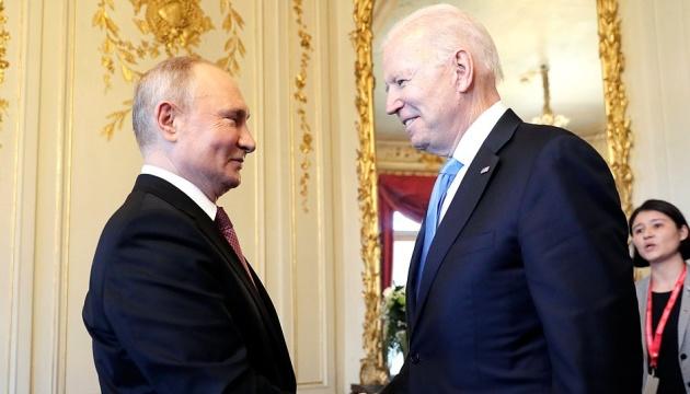На фотосесії Байдена й Путіна сталася «сутичка репортерів»