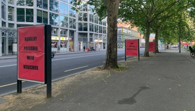 В Женеве к приезду Путина установили билборды «Навальный отравлен «Новичком»