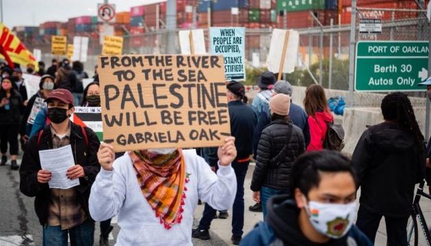 Протестувальники не пустили ізраїльський контейнеровоз до Канади