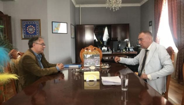 Посол України обговорив видання українських книжок киргизькою мовою