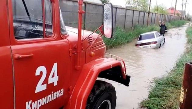 У курортних Кирилівці та Приморську злива затопила бази відпочинку
