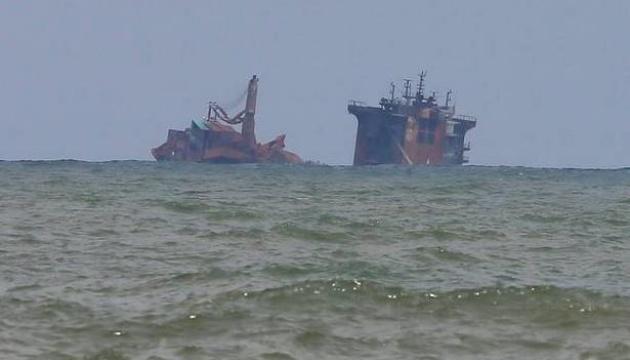 Біля Шрі-Ланки затонуло судно з екологічно небезпечним вантажем
