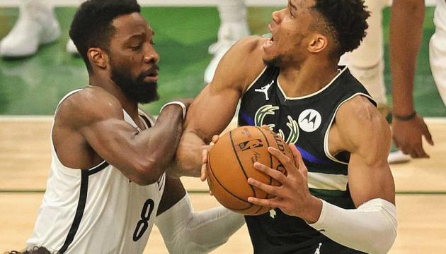«Мілуокі» зрівняв рахунок у серії з «Брукліном» в плей-офф НБА