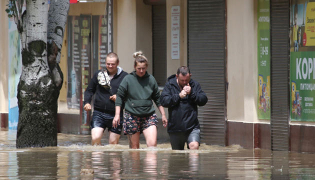 Селеві потоки й «річки» на вулицях: окуповану Ялту затопили дощі