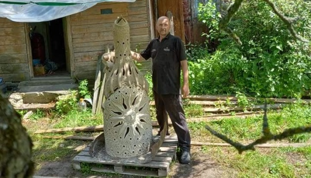 Гончар з Чернігівщини виготовив свищик рекордного розміру