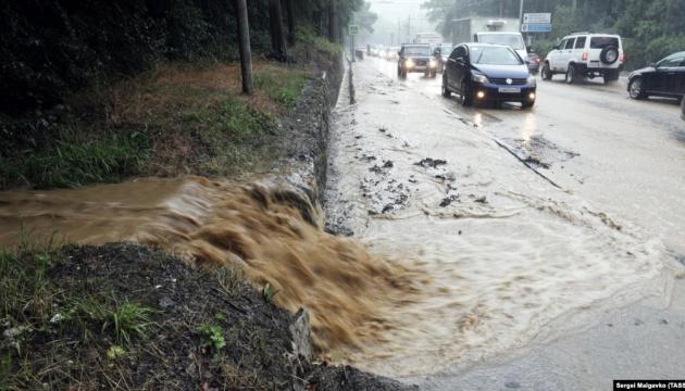 В затопленной дождями Ялте выключают свет, газ и воду