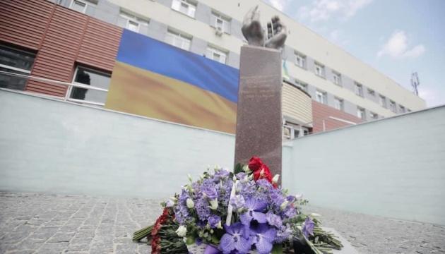 У Києві відкрили пам'ятник медикам, які померли від COVID-19