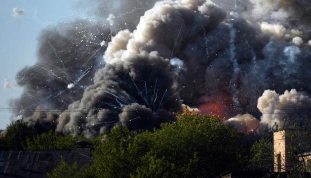 В центре Москвы - пожар и взрывы на складе пиротехники