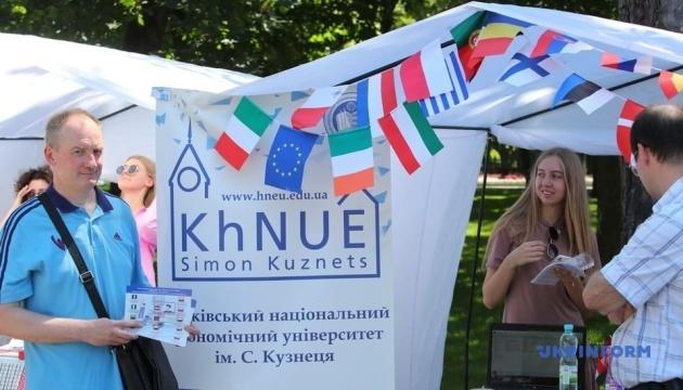 Ярмарок міжнародних можливостей International Camp зібрав близько тисячі харків'ян