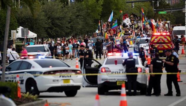 В США авто врезалось в участников гей-парада, погиб человек