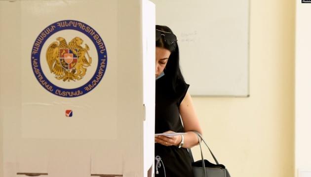 В Армении проходят досрочные парламентские выборы