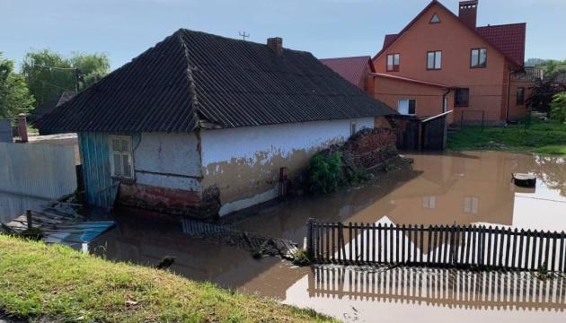 На Буковині зливи підтопили 80 будинків