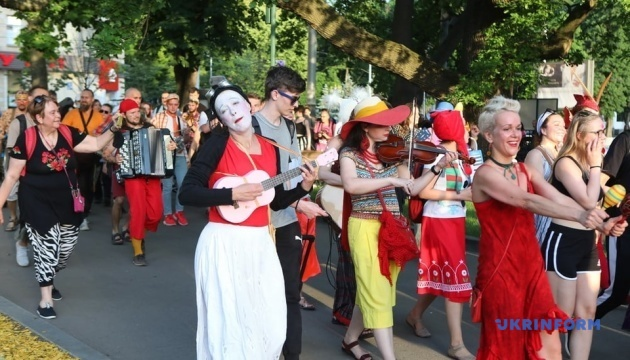 У Харкові День музики відзначили ходою та  концертом на воді