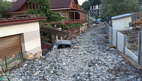 Ялтинське селище «затонуло» під купами сміття і каміння