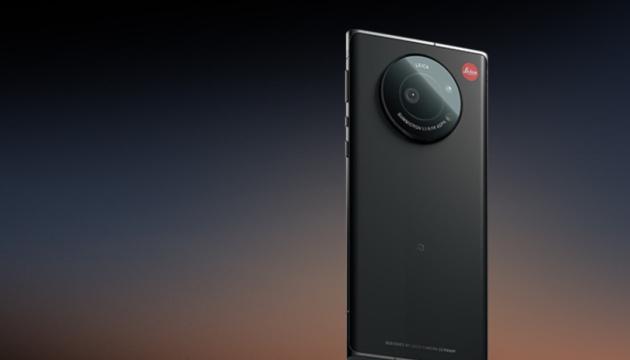 Презентували смартфон із найбільшою мобільною камерою