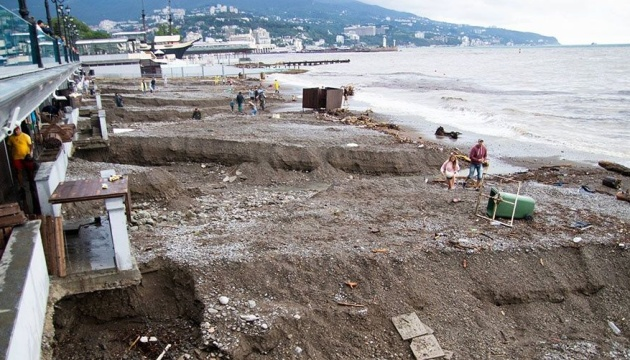 Дощі змили у море в Ялті нелегальні сміттєзвалища