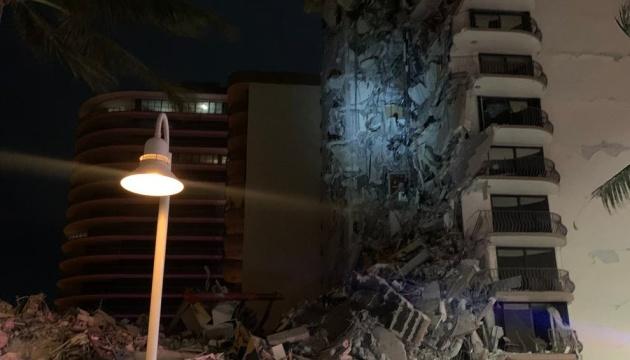 В Майами обрушился 12-этажный дом, под завалами ищут людей