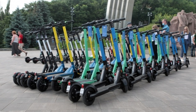 Швидкість до 20 кілометрів та паркування: у Києві нові правила для е-самокатів