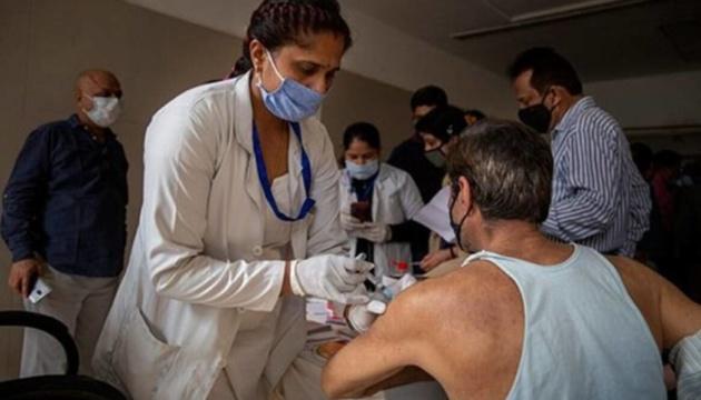 У Делі почали вакцинувати бездомних