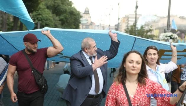 Кримськотатарський прапор став символом боротьби проти російської окупації – Чубаров