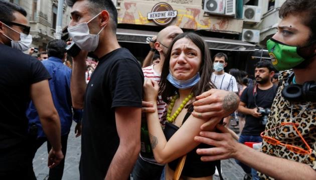 ЛГБТ-прайд в Стамбуле разогнали слезоточивым газом
