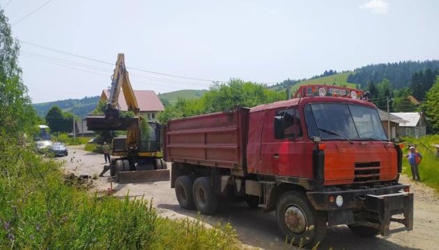 На Закарпатті почали ремонтувати дорогу до ще двох туристичних «магнітів»