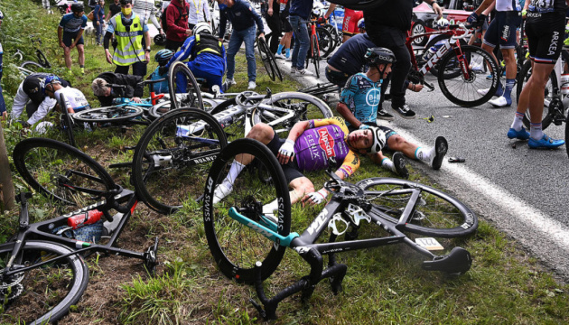 Во Франции задержали женщину, из-за которой попадали велосипедисты Тур де Франс
