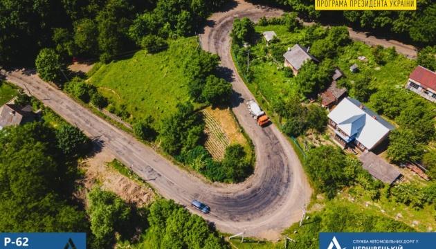 На Буковині почали ремонтувати гірську дорогу Судилівського спуску