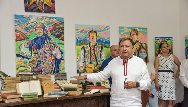 У Верховині показали раритети з бібліотеки Вінценза, які повернулися до України