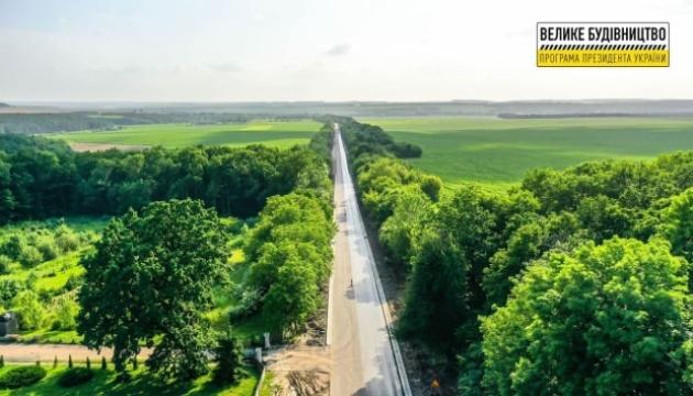 «Велике будівництво»: на Вінниччині ремонтують «дорогу президентів»