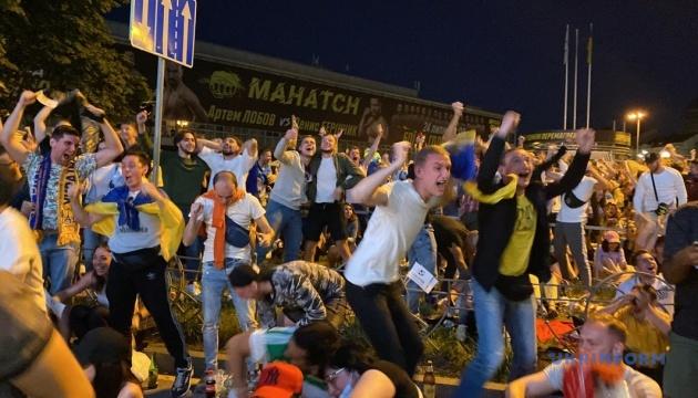 サッカー・ウクライナ代表の勝利 キーウ市民の歓喜、朝まで