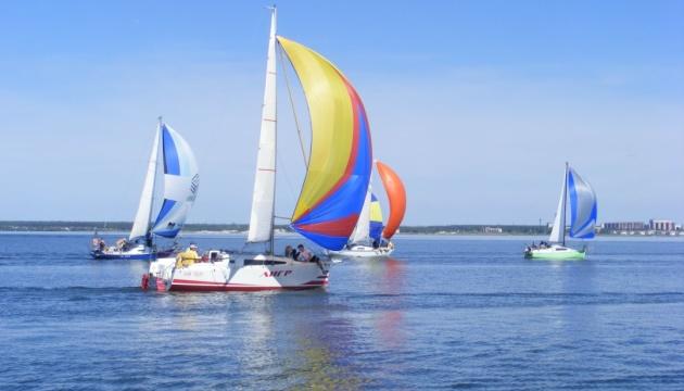 В круиз под парусами: в Николаеве все популярнее туристический яхтинг